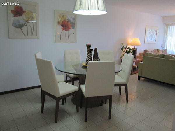 Dining space Equipped with round table with six chairs.