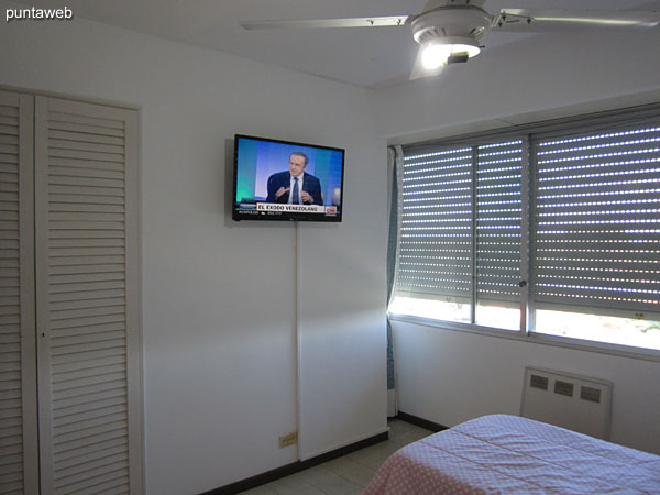 Second bedroom Equipped with two single beds, ceiling fan and cable TV.