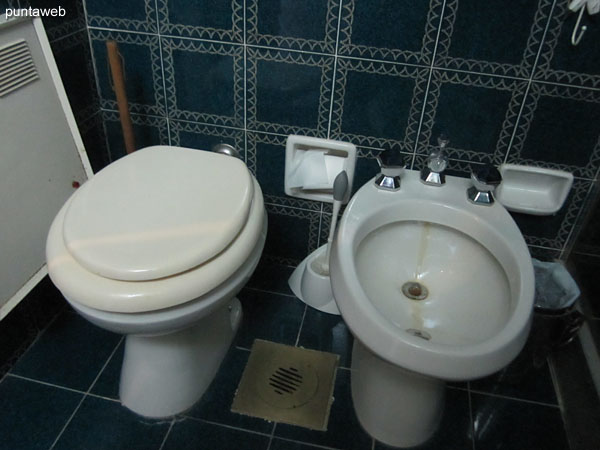 Sanitary appliances in the second bathroom.