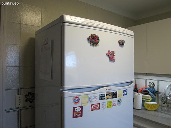 Heladera con freezer.