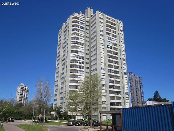 Fachada del edificio Parquemar R.