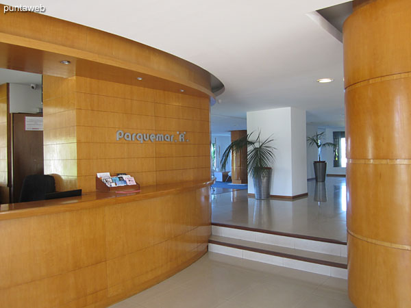 Recepción y lobby del edificio.
