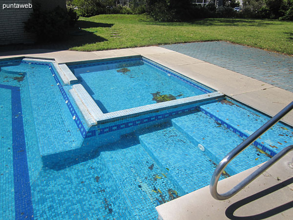 The outdoor pool has a limited space for children.