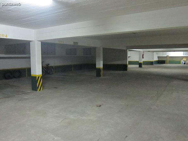 El apartamento cuenta con un garage en subsuelo.