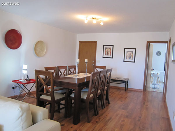 General view of the dining space from the living room towards the entrance of the apartment.