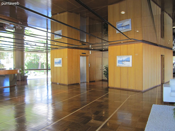 General view of the large lobby and reception of the building.