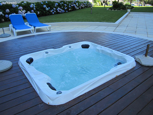 Hydromassage located in the back garden of the building.
