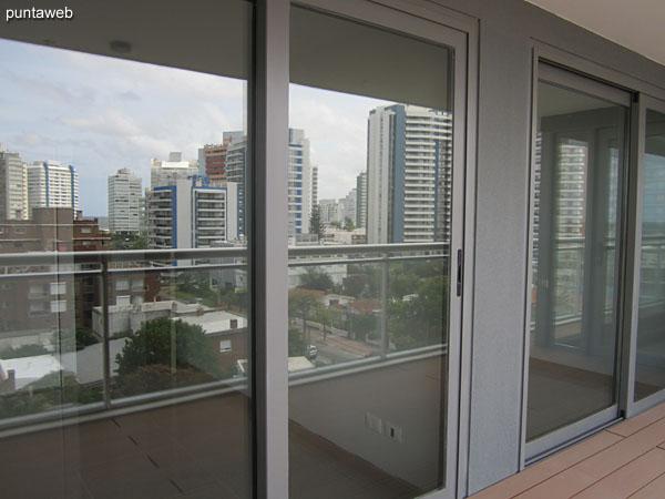 Vista desde el balc�n terraza del apartamento de tres dormitorios a nivel del piso sexto.