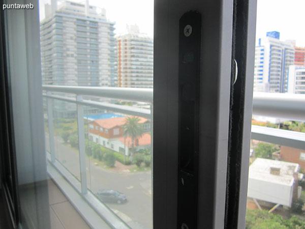 El balc�n terraza de la planta de tres dormitorios se accede desde el living comedor as� como de los tres dormitorios.