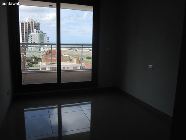Amplio placard de piso al techo.