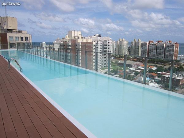 Pileta climatizada en el piso 16 dedicado tambi�n al spa, pileta al aire libre y gimnasio.
