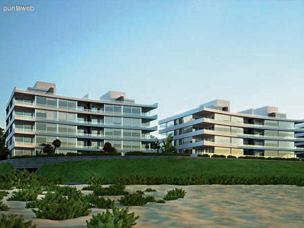 Imagen del edificio tomado desde la playa, se observan la características de su implantación.