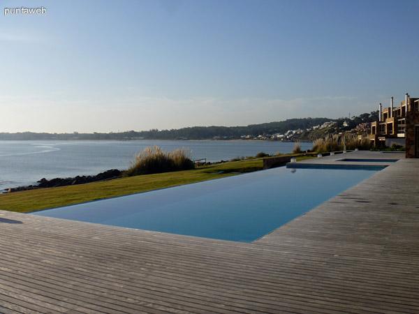 Lap Pool y deck solarium en Club House.<br>Vistas excelentes al entorno y atardeceres.