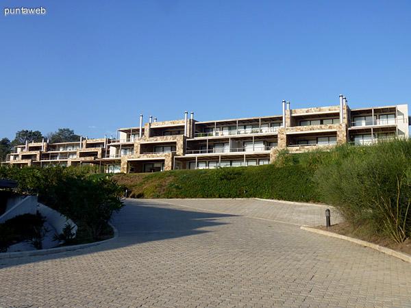 Fachadas de las villas de Quartier Punta Ballena.