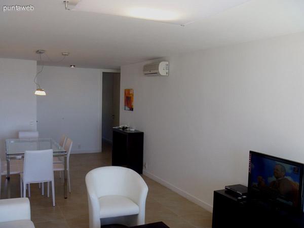 Living comedor equipado con mobiliario de nivel.<br>Split frío/calor en todos los ambientes.