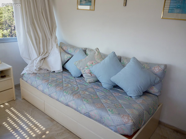 Segundo dormitorio equipado con dos camas marineras.