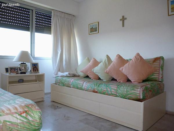 Tercer dormitorio equipado con dos camas marineras.