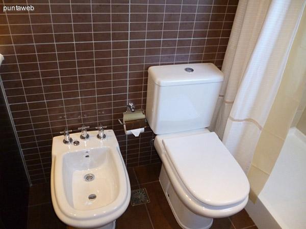 Tercer baño equipado con artefactos, grifería y revestimientos de gran nivel.<br>Cuenta con ducha y ventilación exterior.