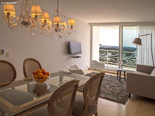 Piso 17 &ndash; 1 dormitorio y medio<br><br>Área total 85.5 m2 con vista a Punta Ballena y el bosque.<br>Incluye una cochera.<br>Revestimiento en mármol en palieres, pisos y baños.<br>Totalmente equipado y amueblado con el diseño by Phillipe Starck.<br>Posibilidad de ingreso en el exclusivo sistema RENTAL CLUB.<br>Precio USD 344.176