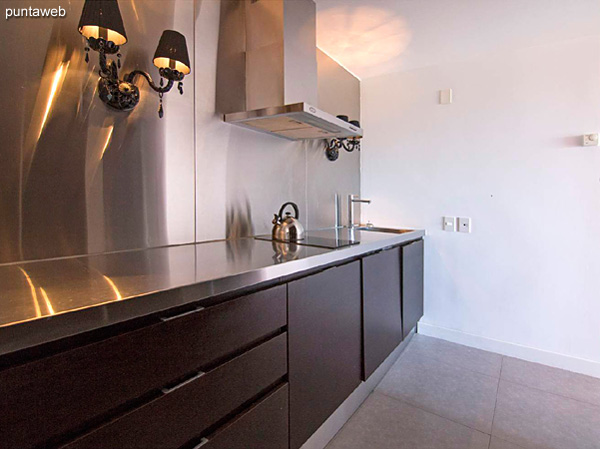 Piso 9 – 2 dormitorios, 2 baños<br><br>Área total 111.5 m2 sobre Ave. Roosevelt.<br>Incluye una cochera.<br>Totalmente equipado y amueblado con el diseño by Phillipe Starck.<br>Posibilidad de ingreso en el exclusivo sistema RENTAL CLUB.<br>Precio USD 409.463