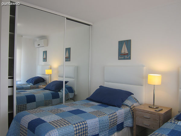 Second bedroom. Located at the center of the plant on the east side.<br><br>Equipped with individual air conditioning, radiant slab individually and conditioned with two single beds.