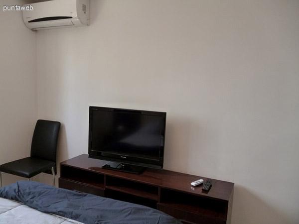 Electrodomésticos en dormitorio.