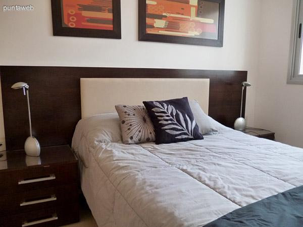 Mobiliario del dormitorio, moderno, nuevo, de diseño.