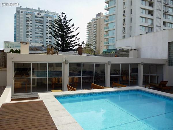 Parrilleros, piscina y entorno.