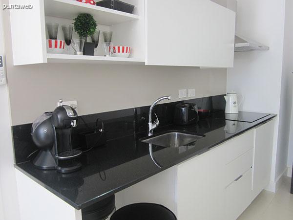 Detalle de equipamiento en la cocina.