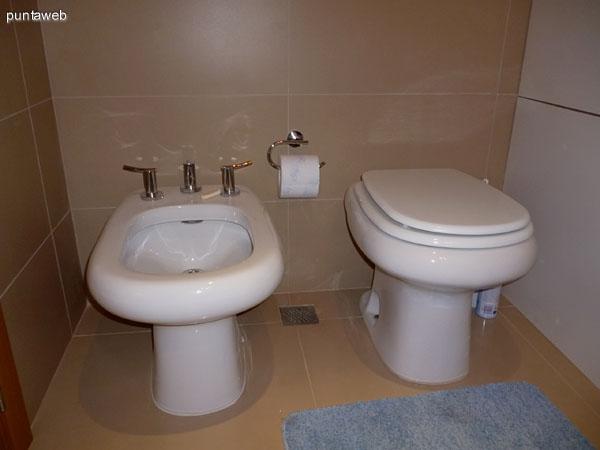 Artefactos en segundo baño.