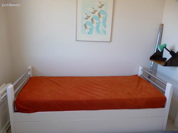 Cama marinera en dormitorio de servicio.