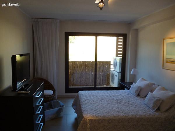 Dormitorio en suite Y acceso a balc�n propio.