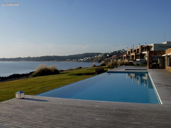 Lap Pool, vistas excelentes del entorno pr�ximo a Club House.