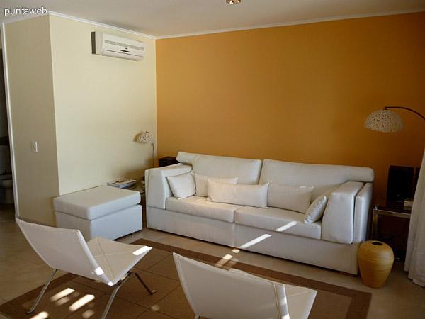 Mobiliario en living, sill�n cama donde podemos ubicar dos personas mas.