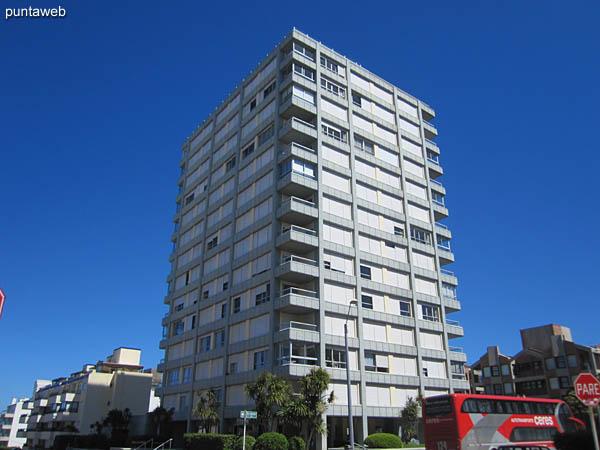 Fachada del Edificio Recalada desde la Plaza de los Artesanos.