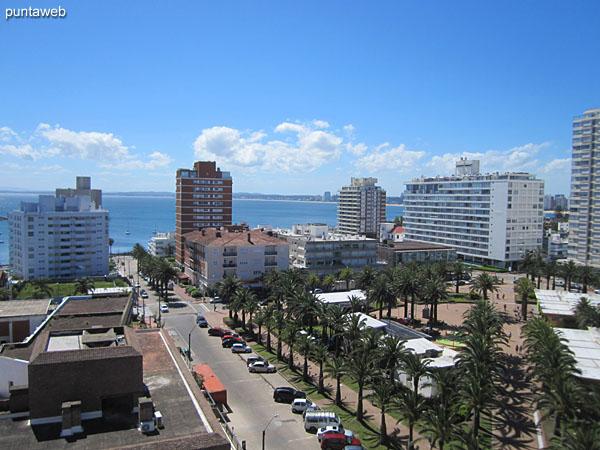 Vista a la Plaza de los Artesanos desde la terraza.