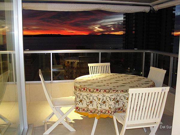 Segundo dormitorio, vista hacia la playa Brava.
