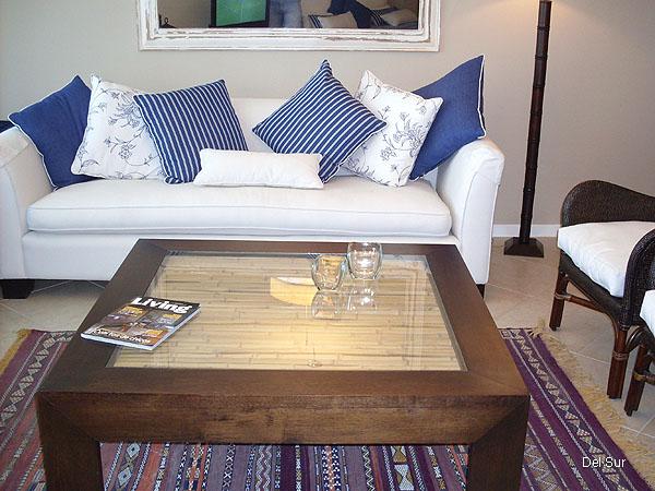 Mueble del living y mesa ratona.