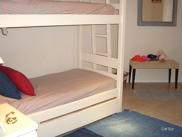 Tercer dormitorio con cama marinera y cucheta, para 3 personas.