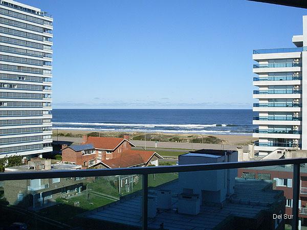 Vista del apartamento desde la terraza principal.