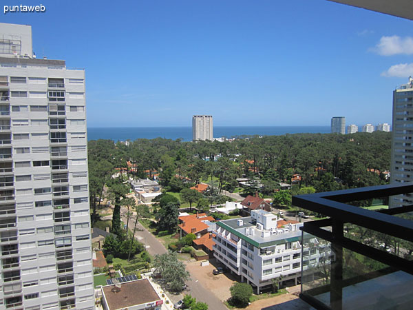 View from balcony terrace south suburbs on environment.<br><br>At the bottom of the image the peninsula of Punta del Este.