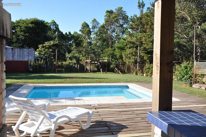 Casa de cuatro dormitorios a 100 metros del mar con for Piscina 100 metros portugal