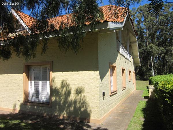 Lateral oeste de la casa.