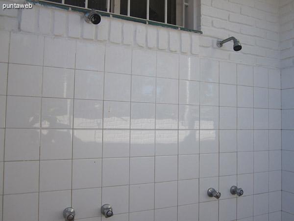 Pileta de lavar ubicada detrás del dormitorio de servicio.