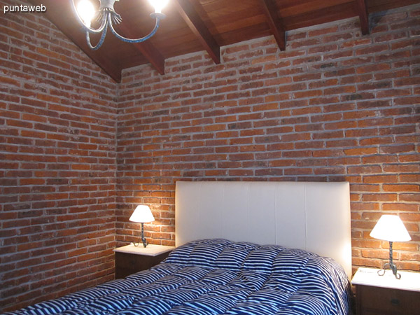 Bedroom suite upstairs. Located on the east side of the house. Conditioning with double bed.