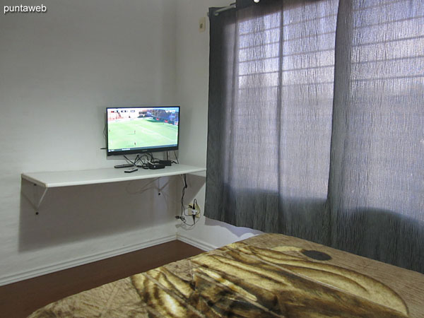 Master bedroom, equipped with double bed. Located towards the back of the house, north side.