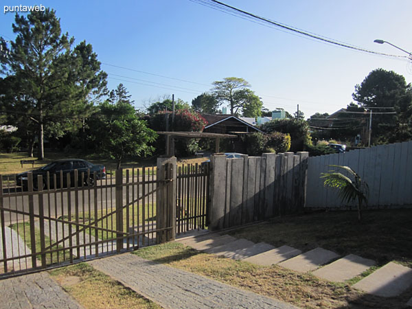 Access to semi–covered garage with gate and fence.