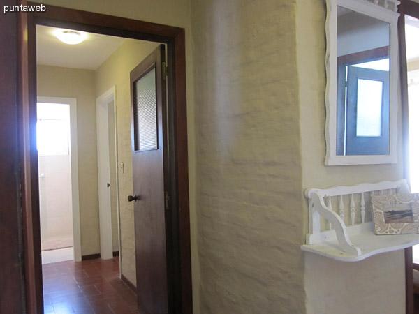 Vista general del pasillo que conduce a los tres dormitorios.<br><br>Situado a la izquierda y opuesto al ingreso a la cocina.