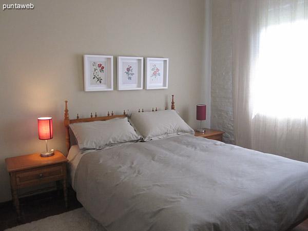 Pallier privado de la suite principal. En este espacio se encuentra un armario en madera de pared a pared y del piso al techo. <br><br>Al fondo y a la izquierda el acceso al baño.