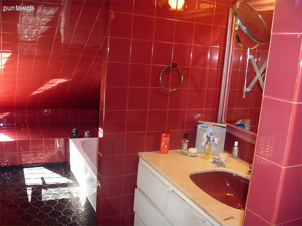 Jacuzzi del baño en suite.